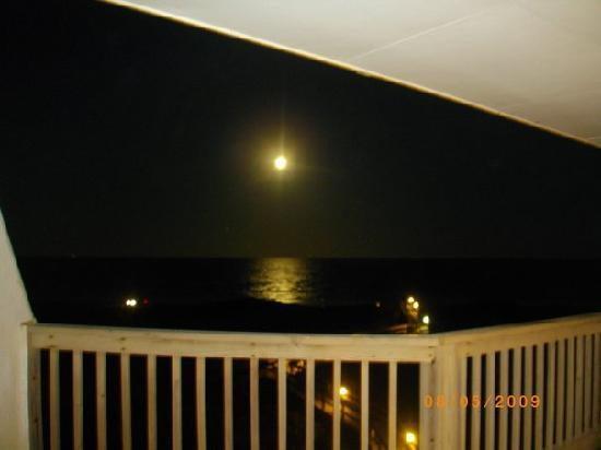 La Mirage Condominiums: view from the balcony during the night