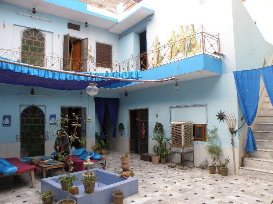 Durag Niwas Guest House: Inside courtyard