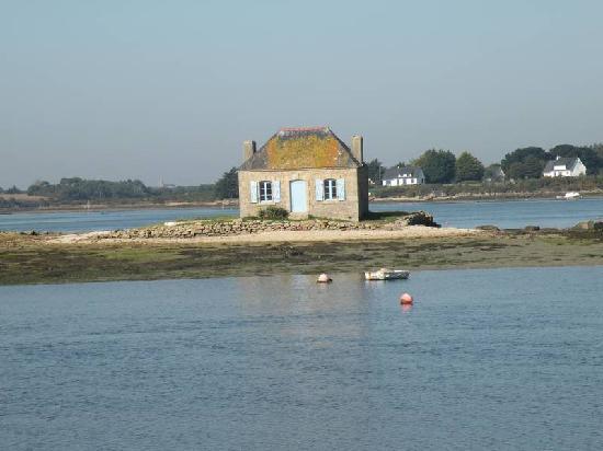 Ile de St. Cado, France: Maison aux volets bleus