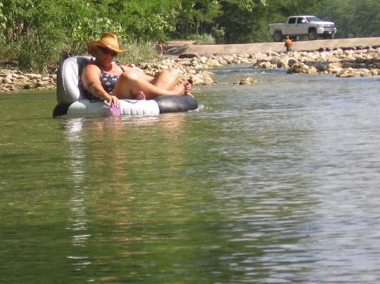4J River Way Cabins and RV Camp: Tubing the Frio