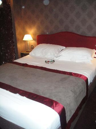 Hôtel des Académies et des Arts: bedroom