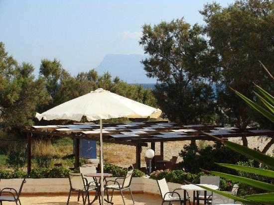 Elena Beach Hotel: terrasse et bar sur la plage