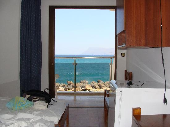 Elena Beach Hotel: chambre et vue sur mer