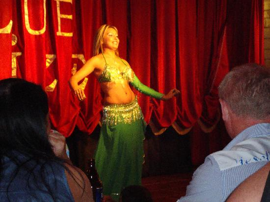 Club Alize: belly dancer