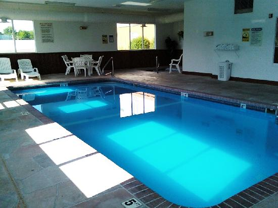 Best Western Teal Lake Inn: Best Western pool area