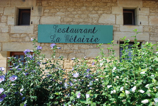 La Metairie: Rustic old stone building - excellent food