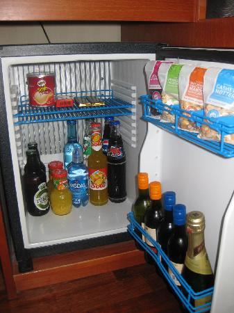 Clarion Hotel Ernst: Well equipped minibar