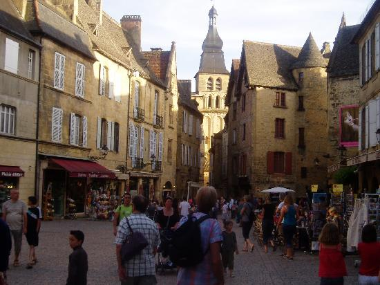 Saint-Cyprien, Frankrike: Sarlat at night - well worth an evening visit