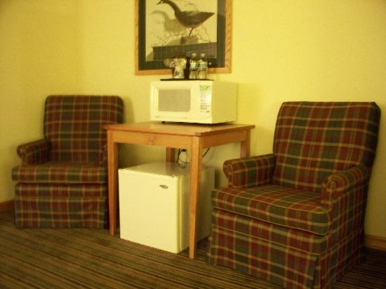 Windsor Place Inn: two sitting chairs in living area