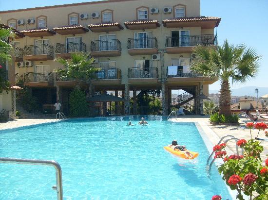Venti Hotel Luxury: the pool