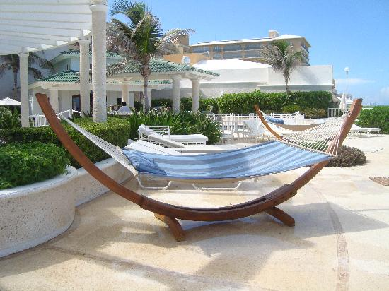 Sandos Cancun Luxury Resort: All you need is a margarita or a daiquiri