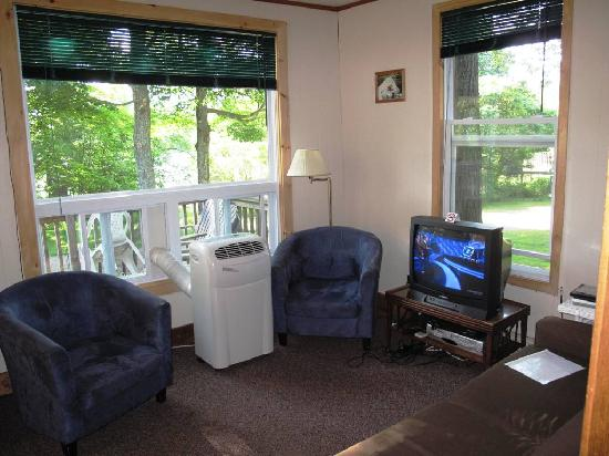 Beauview Cottage Resort: Cottage 1 - Living Room from Bathroom and Bedrooms hallway