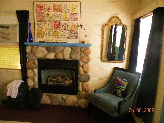 The Motor Lodge: room again