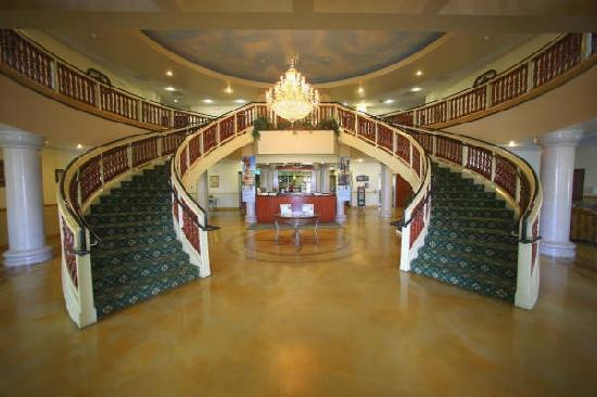 Holiday Inn Express & Suites Bakersfield Central : Elegant lobby