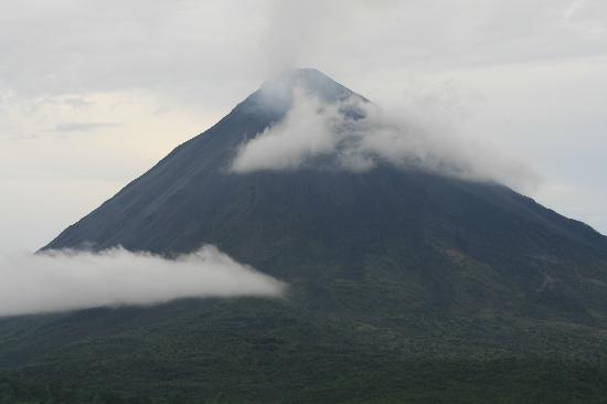 Lost Iguana Resort & Spa: Volcano from our room