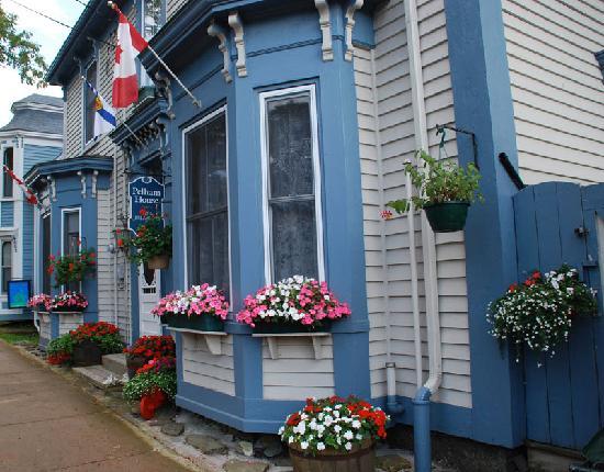 Pelham House Bed & Breakfast: Pelham House Lunenburg, Nova Scotia