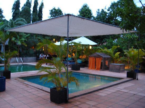 โรงแรมเดอะ กาบีกิ: Chill out at the pool