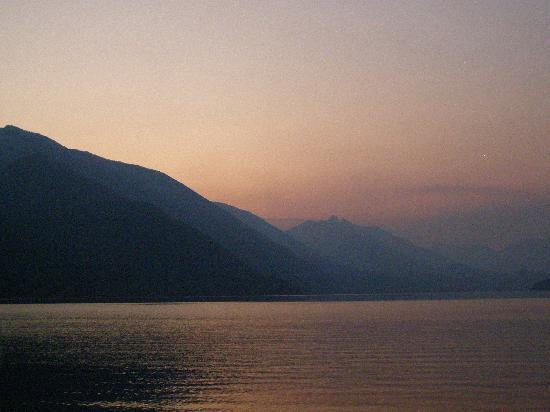 Villa Dome Quixote: Sunset, Slocan Lake