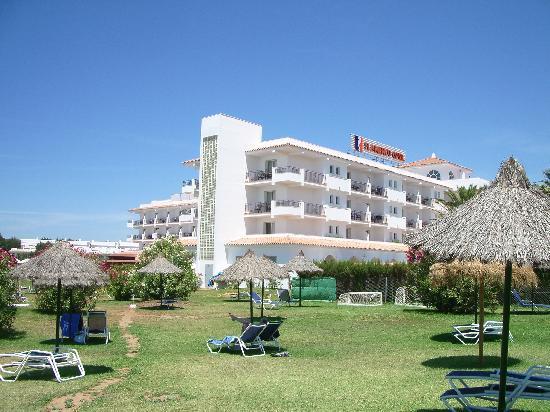 Hipotels Hotel Flamenco Conil: Vista desde el jardín