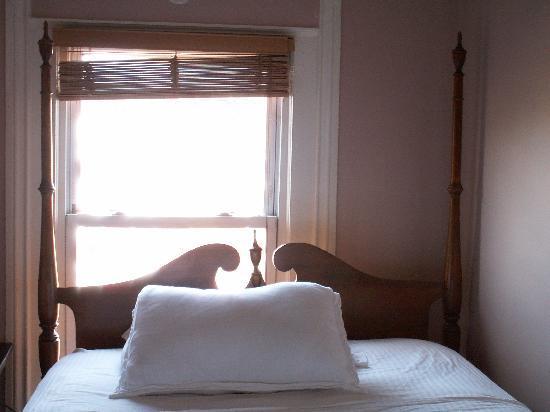 Brooklyn Suites: Smaller Bedroom