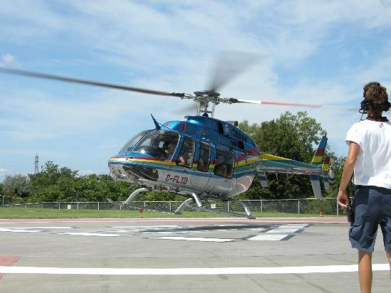 Niagara Helicopters: Coming in to land