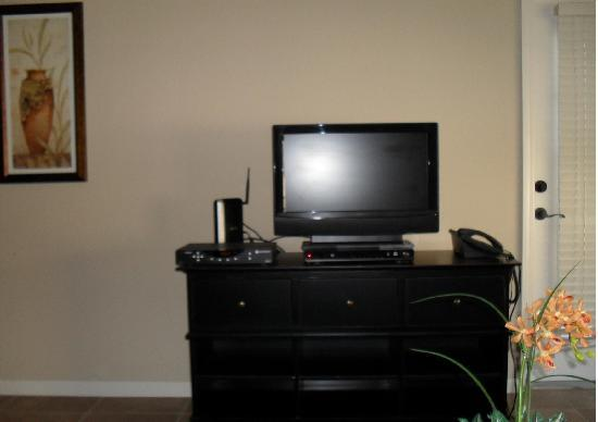 Bella Piazza Condominiums: TV, DVD, Cable and Internet