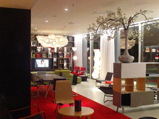 citizenM Amsterdam: Hotel interior