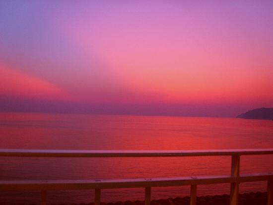 Mayor La Grotta Verde Grand Resort: The amazing sky just after sunset