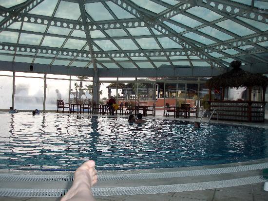 Crystal Paraiso Verde Resort & Spa: Innenpool, Aussenpool war geschlossen