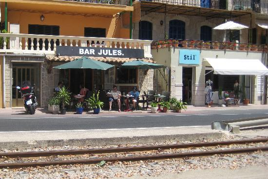Bar Jules - viewed from the tram