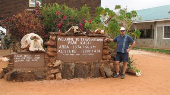 Tsavo East: Entering the park for a 2 days safari.