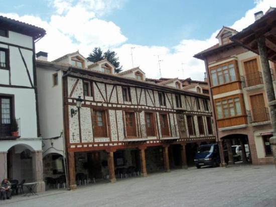Ezcaray, Spain: Este edificio ha sido restaurado hace unos pocos años y creo que ahora se dedica a la hostelería