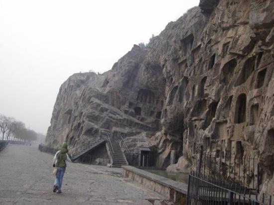 Longmen Grottoes: It was an awsome place.