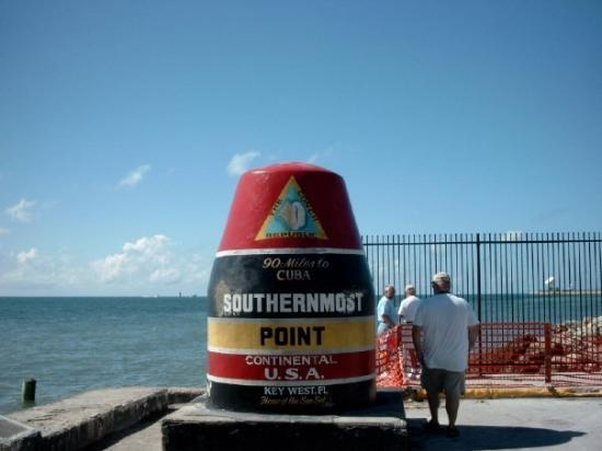Key West, FL: man lese