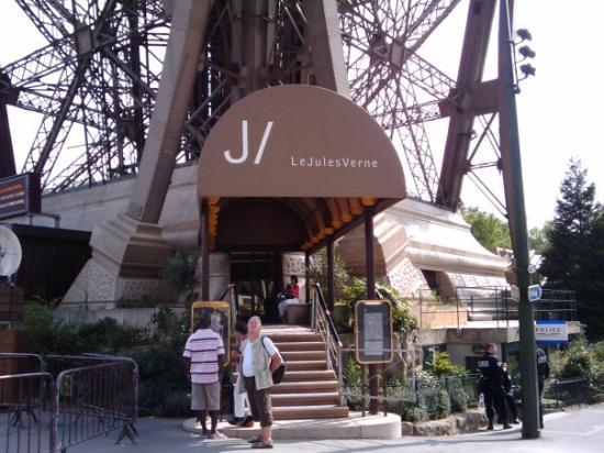 Le Jules Verne Restaurant At The Top Of The Eiffel Tower Basic Meal For Two
