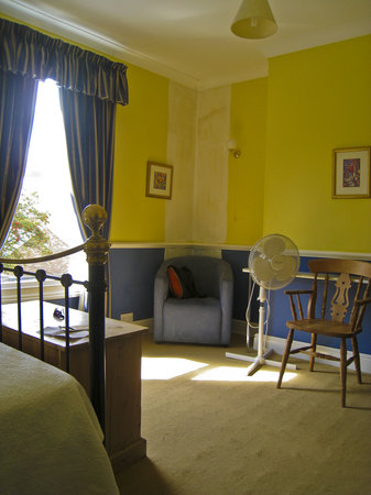 Newport Guest House: room