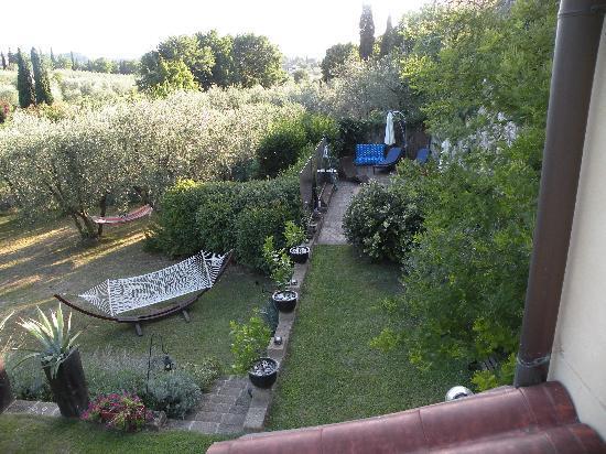 B&B La Casina: Blick von der 1. Etage in den Garten