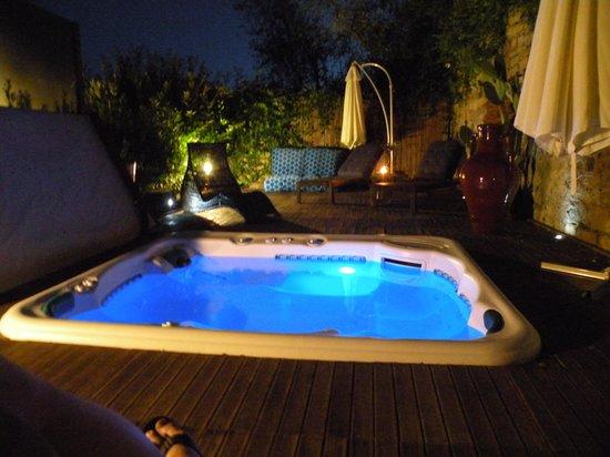 B&B La Casina: Jacuzzi bei Nacht
