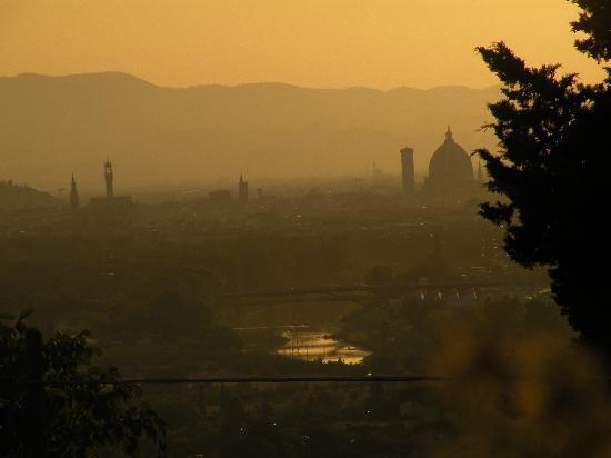B&B La Casina: Blick in der Via della Croce auf Florenz