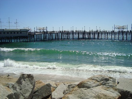 Redondo Beach, California Surround yourself with the colors of the sea, year-round in LA's coziest seaside city. Whether you're looking for a relaxing getaway or an ocean adventure vacation with those you love, Redondo Beach has you covered.