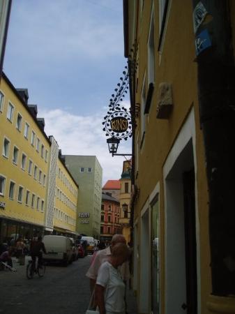 เรเกนสบูร์ก, เยอรมนี: Nice shop-signs in the old town.