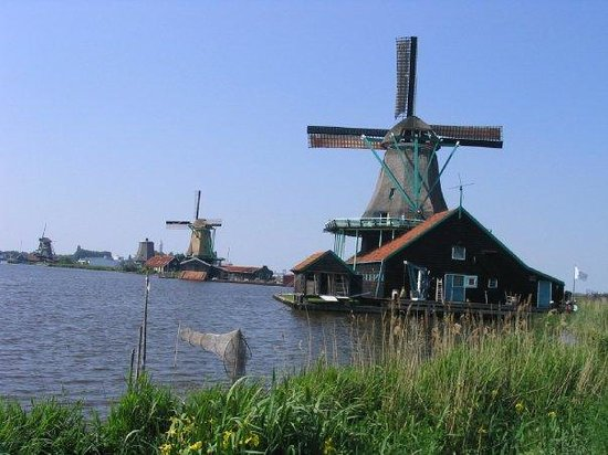 Hoorn, The Netherlands: les moulins a Keukenhof