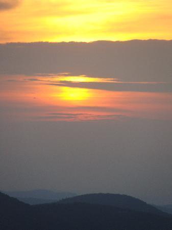 Gideon Ridge Inn: Sunrise from the Inn