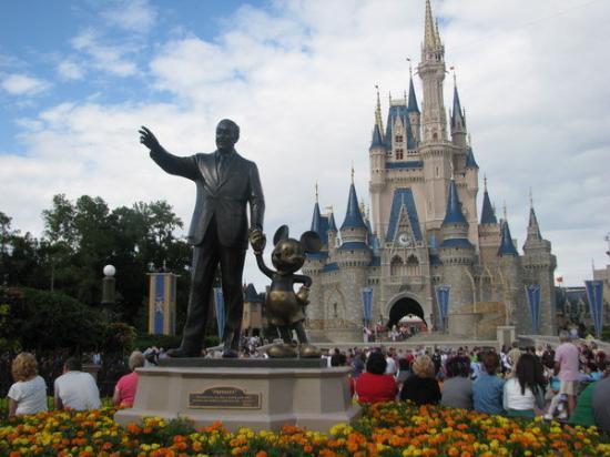 Walt Disney Statue In Front Of Cinderella S Castle