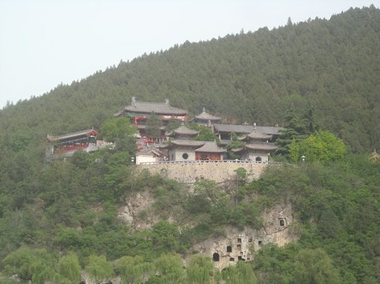 Luoyang, China: Les grottes de LongMen