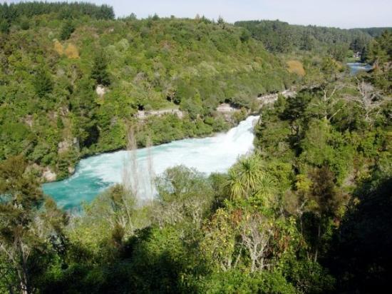 Huka Falls tracks: Huka Falls, near Taupo, North Island