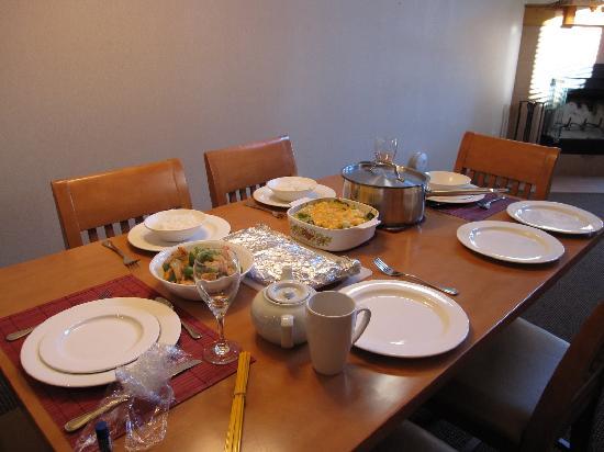 Hidden Ridge Resort: Dining table