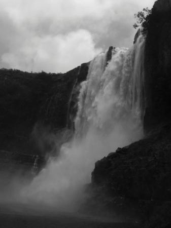 Salto Aponguao: Impresionante la fuerza del agua...