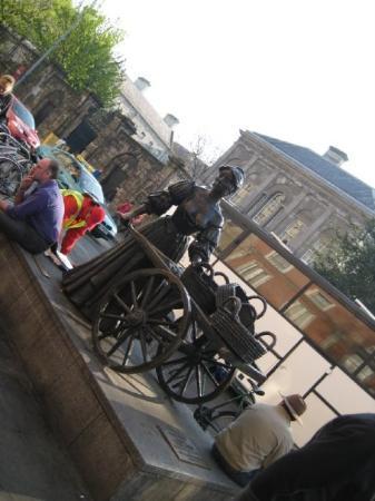 Molly Malone Statue: Molly Malone, Dublin
