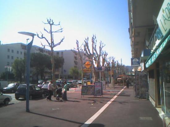 Mandelieu-la-Napoule, ฝรั่งเศส: My main shopping street